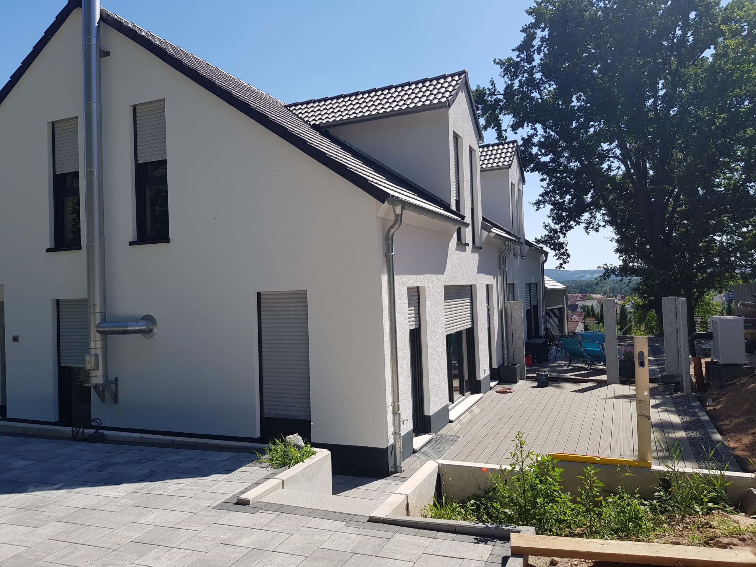 Haus mit Außenanlage 1